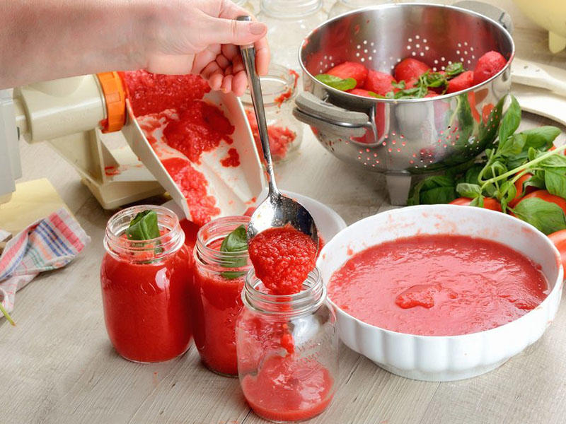 Liquid Paste- Tomato sauce spicy sauce bottle packing  / vertical form fill seal by packing machines automatically from Baopack